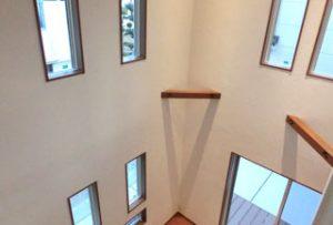 リビング:2階から見た吹抜け空間。